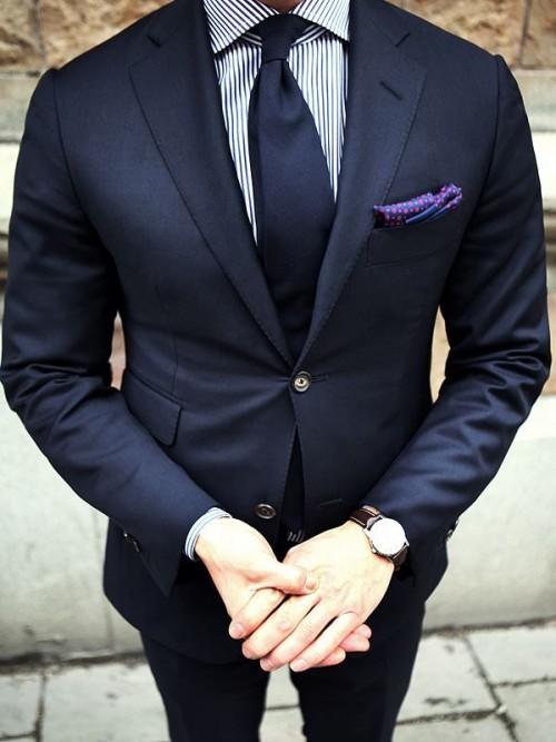 ネイビースーツはこんなネクタイの組み合わせや色がオススメ!|メンズファッション&筋トレ&恋愛&体の悩み