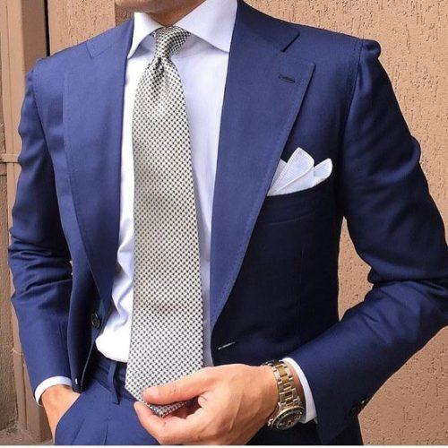 ネイビースーツ(紺)にはこんなネクタイの組み合わせや色が