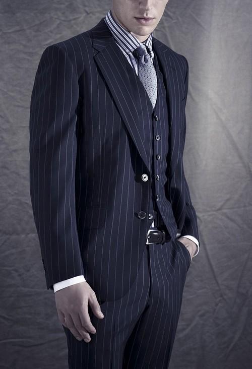 結婚式でしたいスーツの着こなし・紺(ネイビー)ストライプ特集