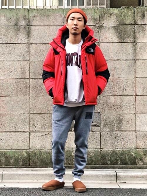 赤のダウンジャケット