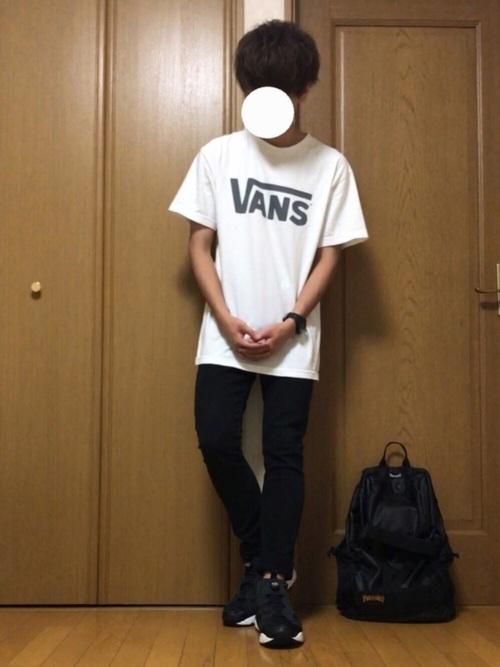 黒ポンプフューリー×VANSのTシャツ