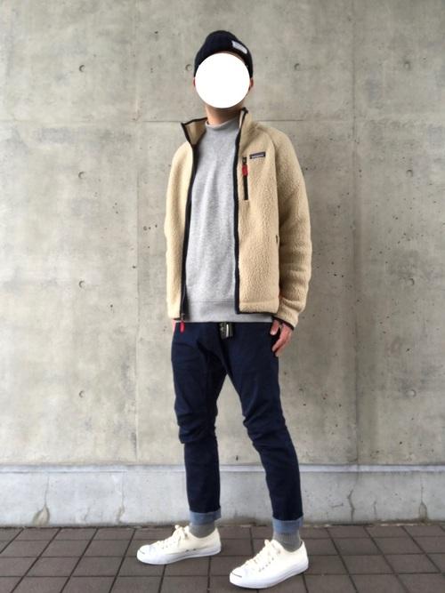 白スニーカーのコーデ メンズ・冬【靴下ありの履き方まで】 服