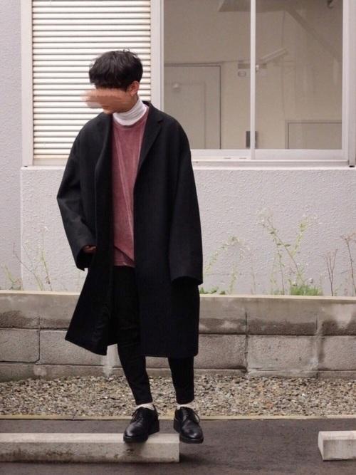 黒のチェスターコートを使ったファッション