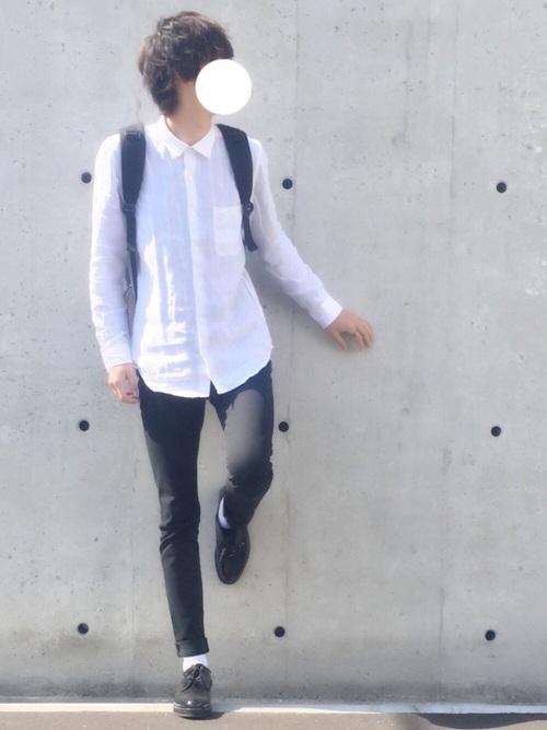 GUのホワイトのシンプルなシャツが爽やかなコーデ